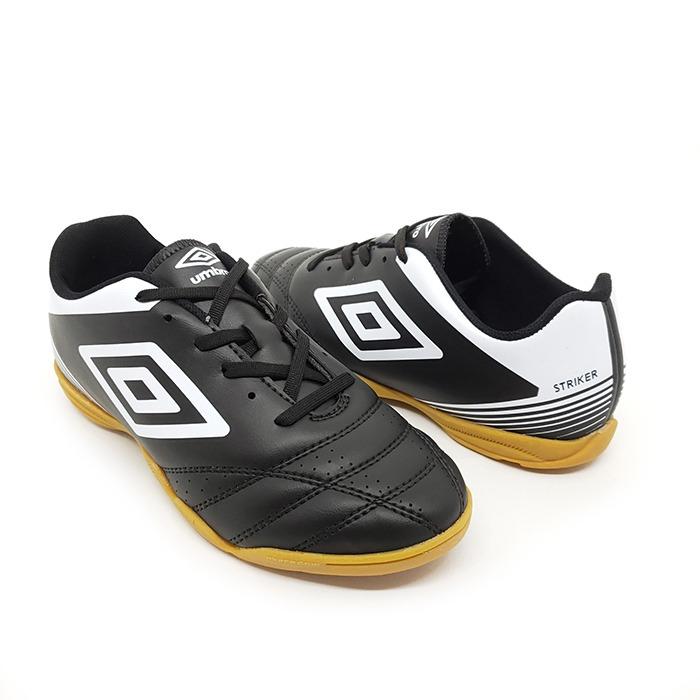 Tênis Futsal Umbro Striker IV – Preto Branco – Schvambach Calçados 466ba16eca7d6